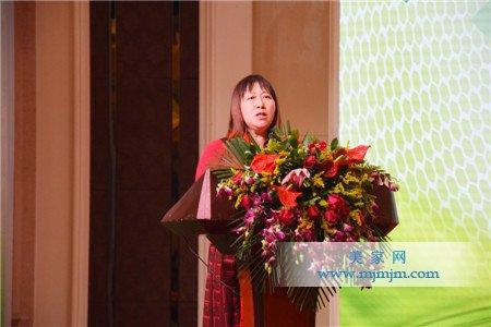 活动主办方中国低碳产业联合会代表、中国国情研究会年鉴编委会副主任杨建红发言