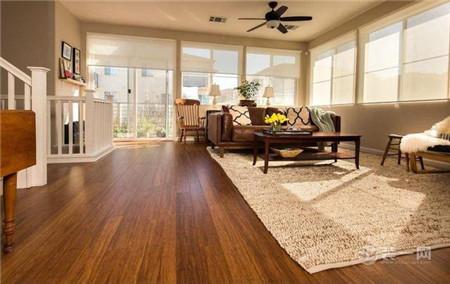 客厅装修木地板好还是瓷砖好?