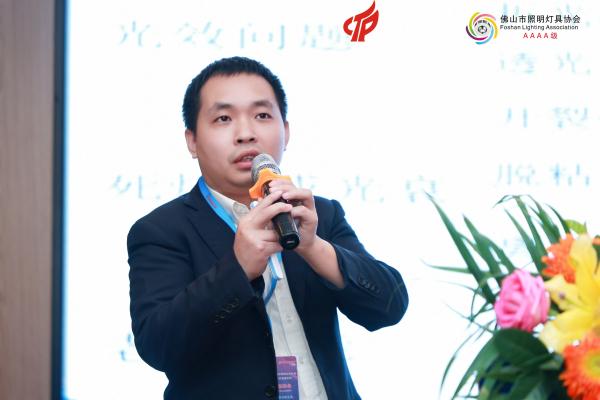 广州市白云化工实业有限公司技术部副经理(工业胶技术负责人)、高级工程师付子恩《有机硅材料在LED照明行业的应用》主题演讲