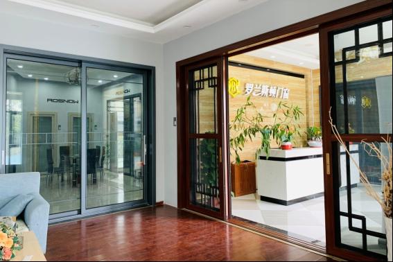罗兰斯顿门窗产品品种繁多,花色多样,图案丰富